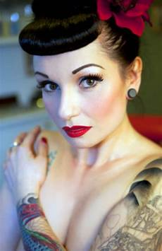 hair pin up on a natalie amor vintage glamour