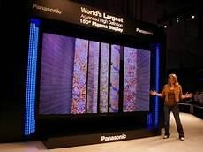 le plus grand ecran tv du monde 150 pouces pour le plus grand plasma au monde