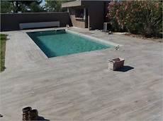 carrelage piscine imitation bois terrasse piscine carrelage bois