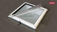 fenetre pour toit plat installation d une fen 234 tre de toit plat avec verre courb 233
