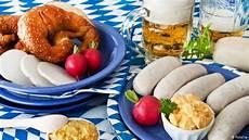 Typisch Deutsche Gerichte - 10 foods to try at oktoberfest all media content dw