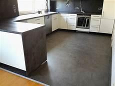 vinyl in der küche klick vinyl k 252 che vinylboden k 252 che fliesen dunkle k 252 che