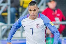 Bobby Bremen - report trio of bundesliga clubs join race to sign bobby