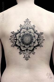 Rücken Mandala - sacred geometry flower inked