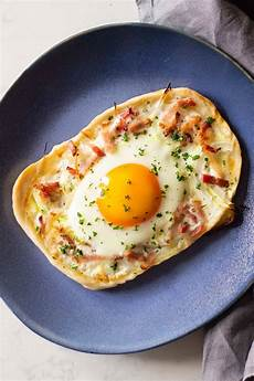 easy breakfast pizza with bacon and eggs green healthy cooking