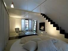 bett im wohnzimmer ideen minimalistische schlafzimmer ideen betten aus teakholz