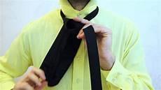 wie bindet eine krawatte wie eine krawatte bindet