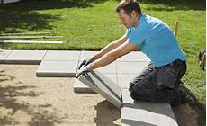 terrassenplatten verlegen so geht s step by step