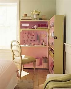 crafty ways to keep your desk organized