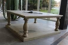 Table Basse En Chene Avec Une Patine De Finition A L Ancienne