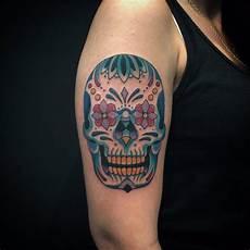 tatouage bras tete de mort mexicaine cochese
