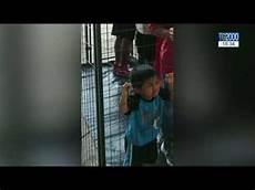 in gabbia usa il pianto disperato dei bimbi migranti in gabbia