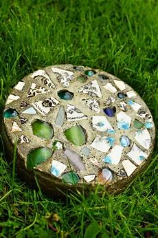 pflastersteine selber machen 6 crafts to make with broken glass doityourself