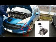change the headlight bulb to a peugeot 207