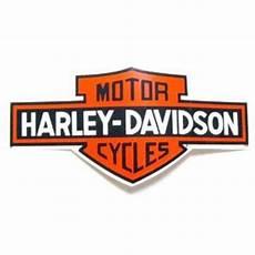 harley davidson bar and shield outside