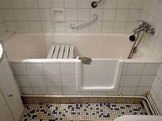 mettre une à la place d une baignoire r 233 novation de baignoire et toute la renovbain