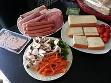 fromage pour raclette originale raclette fromage charcuterie et petits l 233 gumes