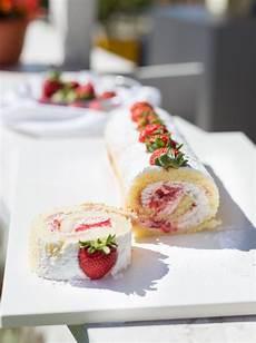 rotolo alle fragole fatto in casa da benedetta rotolo alle fragole e panna ricetta facile nel 2020 ricette ricette dolci fragole