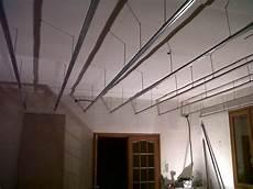faux plafond suspendu placo maison travaux