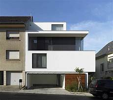 Single Family House With Three Facades And Five Bedrooms single family house with three facades and five bedrooms