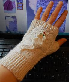 handschuhe stricken ohne finger free knitting pattern for squeaky mitts strik