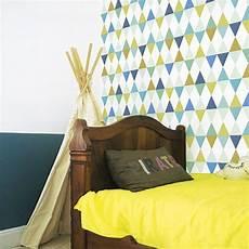 chambre parents camaieu couleur papier peint enfant