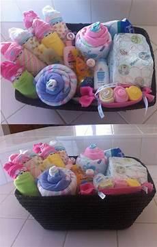 Idée Cadeau Baby Shower Petit Panier Cadeau Pour Shower De B 233 B 233 Fille Couches