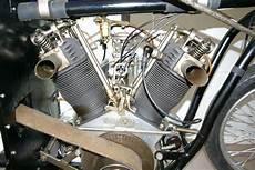 Achtzylinder V Motor