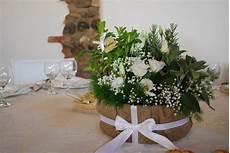 centro fiori centrotavola con erbe aromatiche e lisianthus flowers