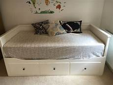 ikea hemnes tagesbett ikea hemnes day bed plus 2 morgedal single mattress