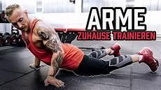 übungen ohne geräte arme zuhause trainieren bizeps und trizeps 220 bungen mit