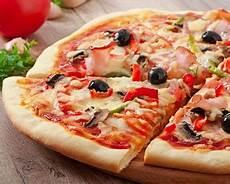 les recettes de pizza italienne recette pizza jambon chignons et sauce tomate facile