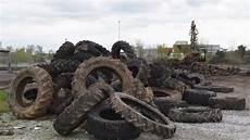 pneu de tracteur a donner le casse t 234 te des pneus usag 233 s ladepeche fr