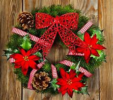 christmas wreath wallpapers top free christmas wreath backgrounds wallpaperaccess