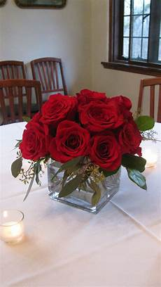 simple and elegant red rose centerpiece golf tournament