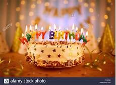 candele buon compleanno buon compleanno torta con candele foto immagine stock