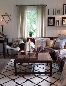 wohnzimmer braunes sofa braunes sofa dekor neutral familienzimmer moderne