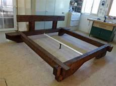 le aus alten balken balkenbett aus altholz rustikal 180x200