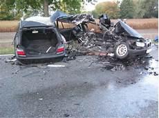 T 246 Dlicher Verkehrsunfall Bei Essingen Polizei Sucht