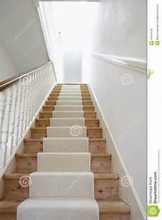 trappa med vit matta fotografering f 246 r bildbyr 229 er bild av