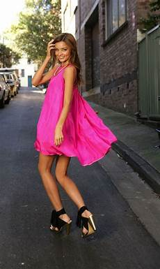 rosa kleid kombinieren welche schuhe passen zu rosa kleid