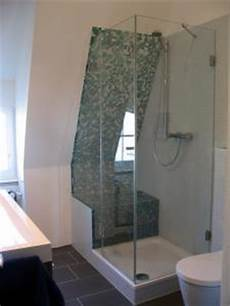 dusche unter dachschräge pramos glaselemente ganzglasduschen spiegel