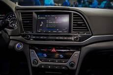 2017 Hyundai Elantra Gets Android Auto Apple Carplay