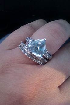 bee s what does your ring like