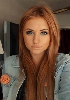 maquillage pour cheveux couleur cheveux auburn veste denim et maquillage yeux