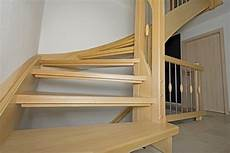 treppenhaus gestalten wände treppenflur farblich gestalten