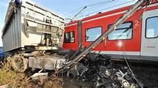 Ein Toter Bei S Bahn Unfall In Weetzen Bei Hannover