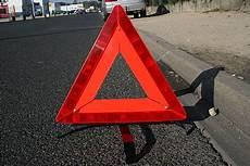 triangle pour voiture triangle de pr 233 signalisation wikip 233 dia