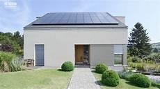 einfamilienhaus modern auf dem modernes energieeffizientes einfamilienhaus mit