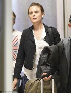 Emily Deschanel Appears Tired As Jets Home After Looking